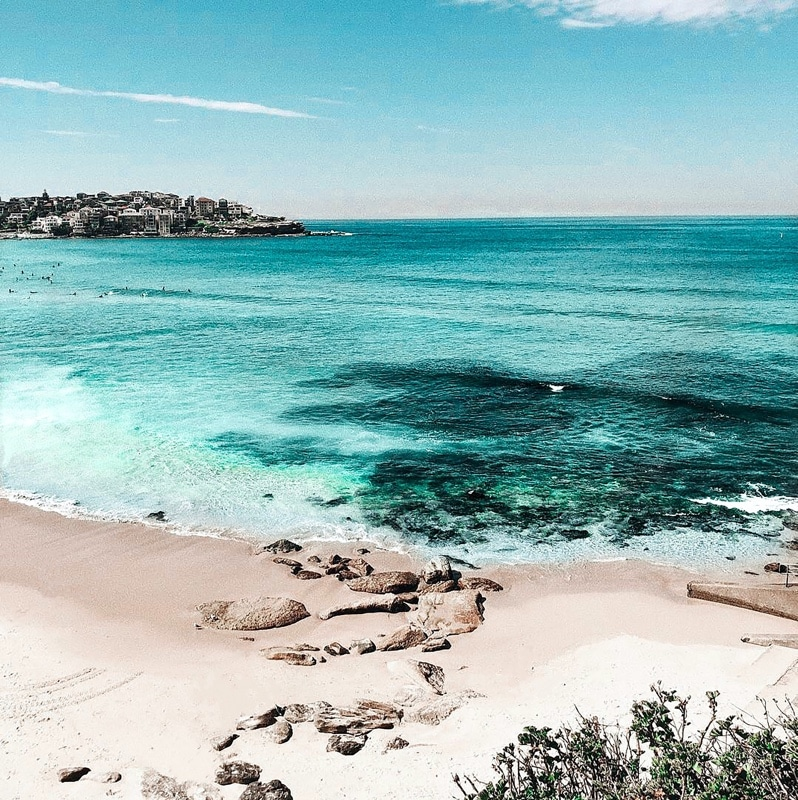 White sand beach, bright blue water, wihteh city of Adelaide nbackground